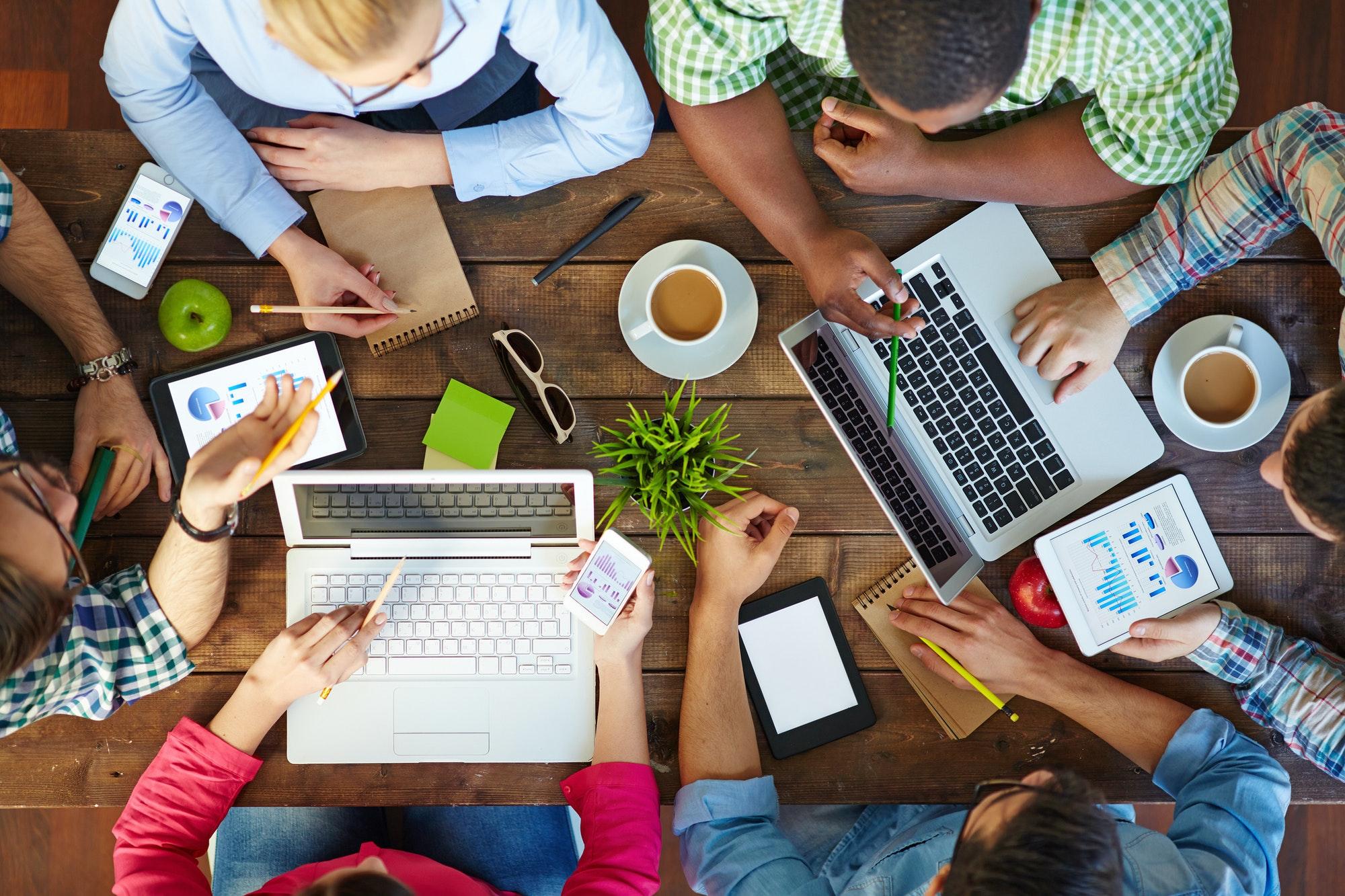 Szkolenia online – wiele korzyści bez wychodzenia z domu